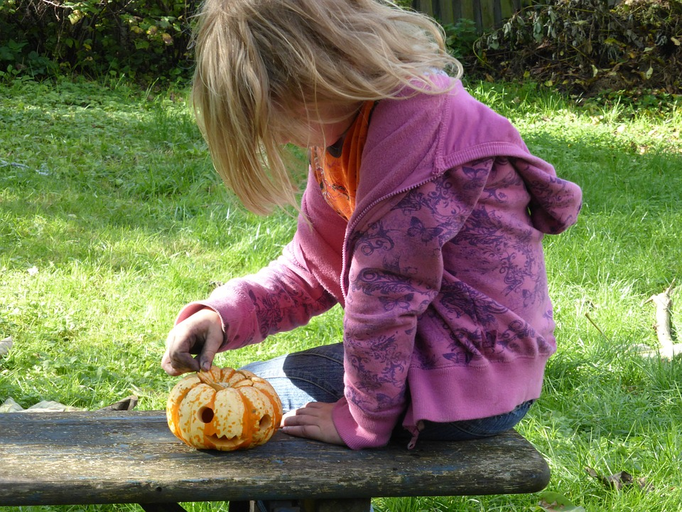 Helping Kids with Food Allergies Navigate Halloween